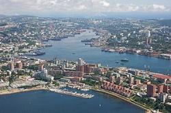 Центр Владивостока и бухта Золотой Рог. Фото: Wikipedia.org