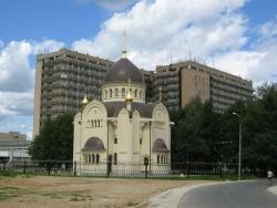 Храм святителя Луки и госпиталь имени Вишневского. Фото: Wikipedia.org