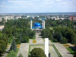 Вид на площадь Дружбы и Майкопскую Соборную мечеть. Фото: Wikipedia.org