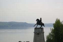 Памятник основателю города Василию Татищеву. Фото: Wikipedia.org