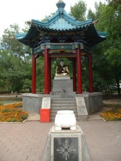 Статуя Будды в центре Элисты. Фото: Wikipedia.org